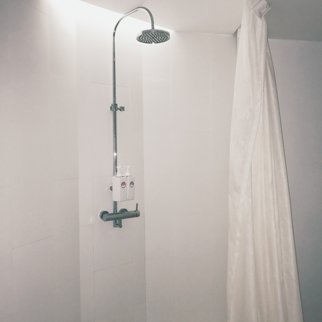 Shower at Palm Avenue Float Club - A Chronic Voice