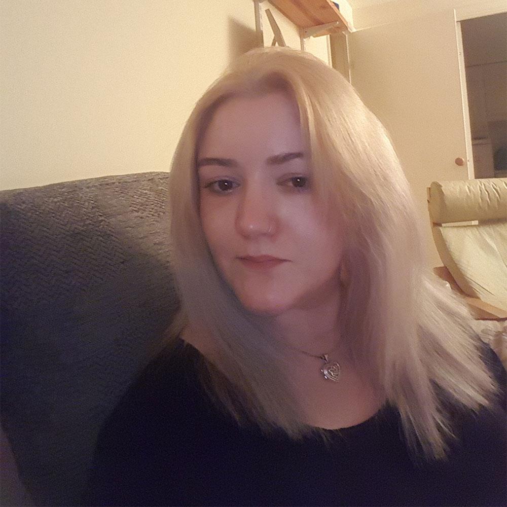 Lucy Lewis of www.thethyroiddamsel.com