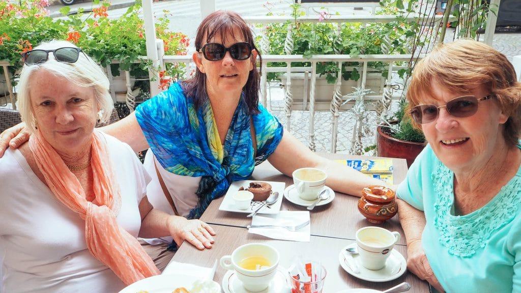 3 sisters abroad! Paula, Bree & Muriel