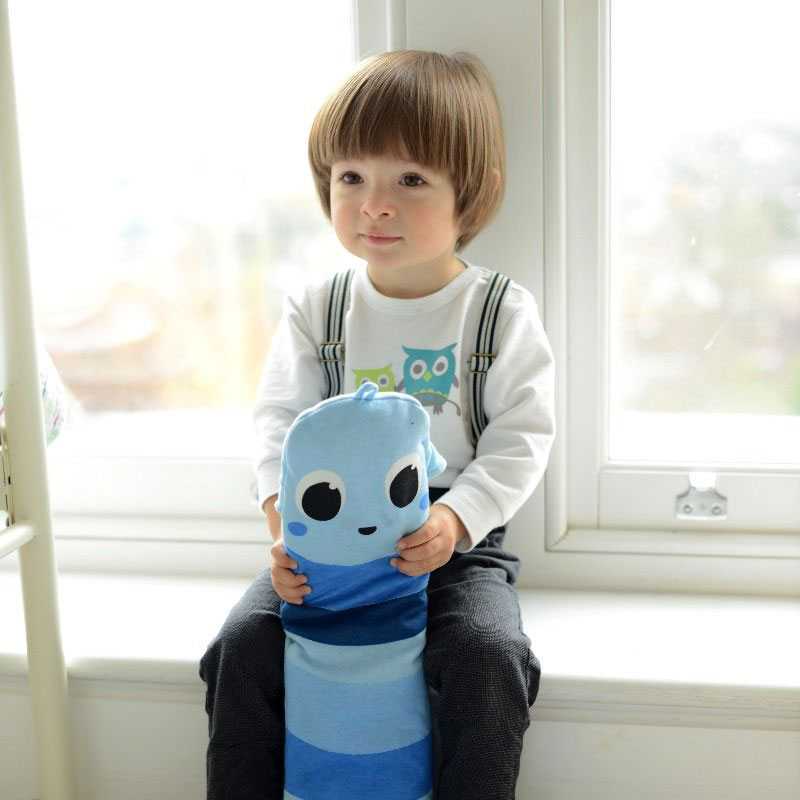 Meet Benjamin, YuYu bottle's blue warm worm for kids!     |     www.achronicvoice.com     |     #achronicvoice #yuyubottle #warmworms #heattherapy #children