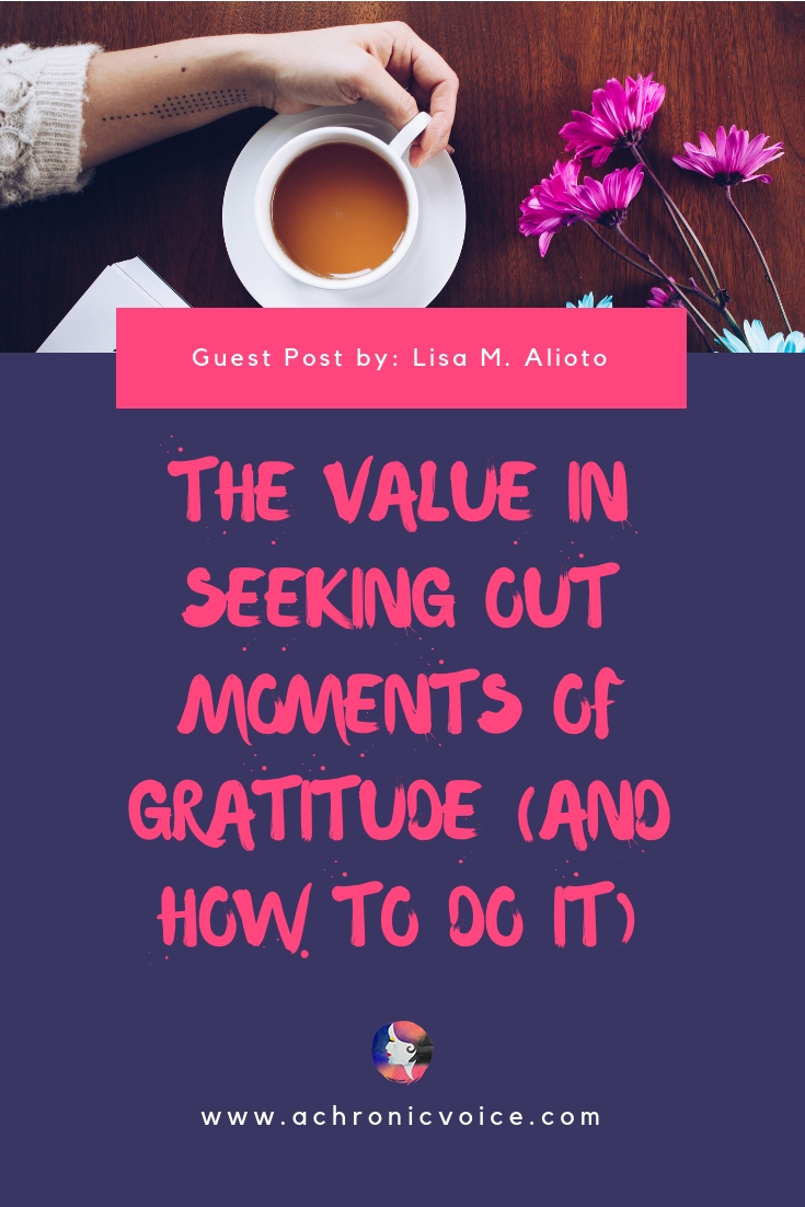 Learn how to use a gratitude journal to form new habits, and make positive changes in your life. Train your brain and manage pain in healthy ways. ////////// gratitude journal / self awareness / mental health / pain management / chronic life / home and lifestyle / spoonies #chronicillness #gratitude #mindfulness #selfcare #spoonielife